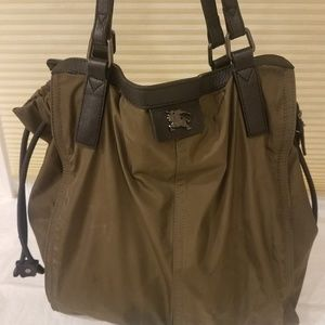 Burberry Buckleigh Leather in Military Green